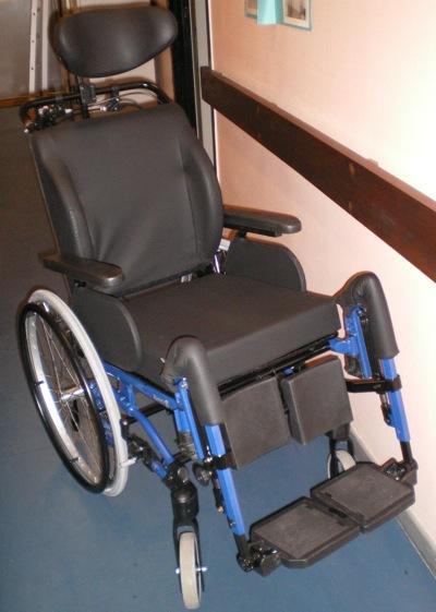fauteuil de confort ch ssis fixe netti 4u comfort fabriqu par alu rehab et import par eureka. Black Bedroom Furniture Sets. Home Design Ideas