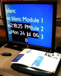 Photu du téléagrandisseur Smartview Xtend en cours d'utilisation avec un livre
