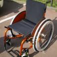 L'Evolution Activa Compact est un fauteuil développé dans le but de répondre à une demande se situant entre le fauteuil manuel standard et le fauteuil manuel actif.