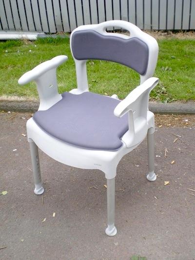 tabouret chaise de douche swift fabriqu par etac et import e par france rehab. Black Bedroom Furniture Sets. Home Design Ideas