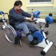 Le MOTOMED est un pédalier assisté par moteur. Il permet un entraînement de mouvements quotidiens en passif, assisté ou actif dans les centres de rééducation fonctionnelle, les institutions ou à domicile.