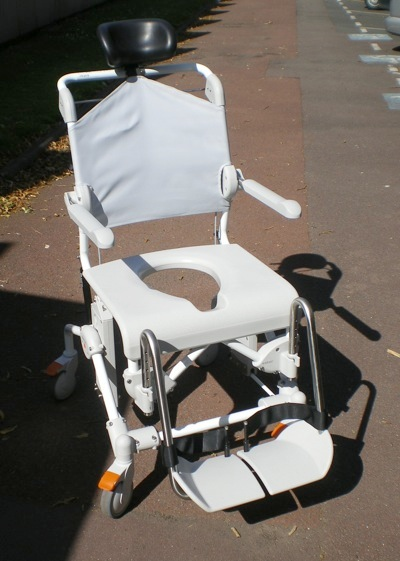 Chaise de douche swift mobile fabriqu e par etac et import e par france rehab - Chaise de douche inclinable ...