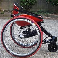 Photo du fauteuil traces de profil en rouge et noir