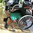 Le coussin LONG-WAY permet de positionner le patient correctement au fond de l'assise et l'empêche de glisser vers l'avant. Il peut être utilisé en collectivité ou à domicile.