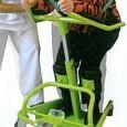 Le guidon AÏGO est un appareil modulaire de verticalisation « déplaçant » qui permet de verticaliser le patient et de le déplacer d'un point à un autre.
