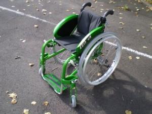Photo du fauteuil fox vu de profil (vert)