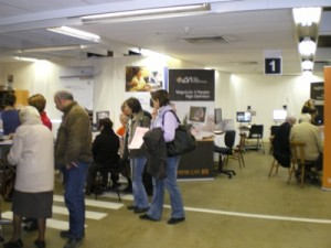 Photo des stands et visiteurs du salon