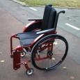 Le fauteuil roulant manuel « X » est léger et à châssis pliant à double croisillon.
