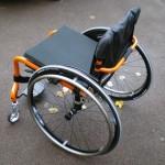 Photo du helium du de 3/4 arrière, modèle noir et chassis orange vif