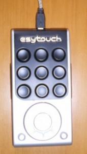 Photo du clavier de raccourci esytouch, de la taille d'une télécommande