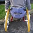 J'ai eu l'occasion d'essayer le fauteuil TraceS à 3 roues. Il s'agit d'un fauteuil roulant manuel à coque destiné au tout-terrain ...