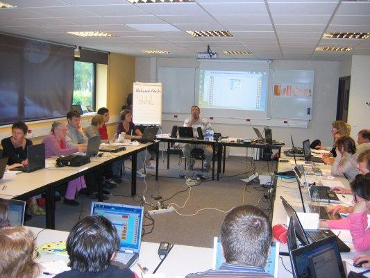 Présentation des logiciels de l'association idée au sein des locaux du Réseau Nouvelles Technologies (RNT) à Villeneuve d'Ascq.