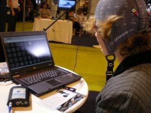J'ai testé pour vous un nouveau concept unique en France : l'Intendix. Il s'agit d'une interface cerveau/ordinateur basée sur les potentiels visuels et cognitifs EEG permettant d'écrire par la pensée .