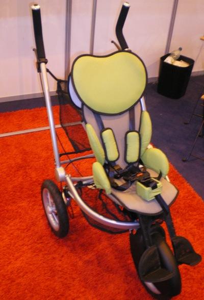 Sur le salon AUTONOMIC, j'ai pu obtenir une démonstration de la nouvelle poussette JETTI développée par la société CINTRAFIL.