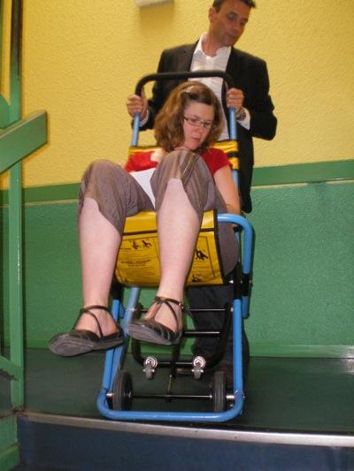 Evac Chair, fabriquée par Evac Chair importée par Cir Médical, permet l'évacuation des personnes à mobilité réduite d'un bâtiment collectif. Ce système est entièrement mécanique. Cir Médical conseille de placer une chaise d'évacuation à l'entrée du bureau de chaque personne « fragile ».