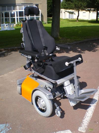 La gamme est appelée la gamme E800, elle a été présentée à Autonomic et arrive tout juste en France. Le E890 est identique au E880 sauf qu'il est doté en plus d'un module de verticalisation électrique