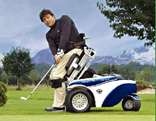 Le ParaGolfer d'Otto Bock est un fauteuil roulant de golf qui permet au joueur de se tenir debout pour jouer.