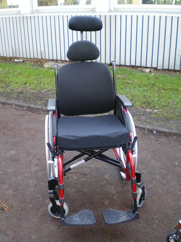 L'Action 4 ng Evo Back est un fauteuil bénéficiant d'un dossier anatomique léger à 2 points de fixations qui permet de fournir un meilleur confort pour l'utilisateur.