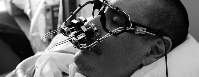 Le but de ce projet est de créer le plus simple et le moins coûteux des casques pour le contrôle de la souris par le mouvement des yeux