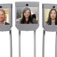 Grâce à un logiciel téléchargeable en ligne, vous pouvez prendre le contrôle du robot à distance
