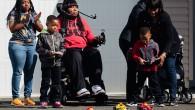 Ici, on adapte les jouets non pas aux enfants handicapés mais aux parents en situation de handicap et plus précisément, des parents atteints de paralysie, qui souhaiteraient continuer à échanger via le jeu avec leur(s) enfant(s)