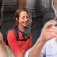Une personne atteinte de surdité a été filmée en caméra cachée afin de récolter la réaction despersonnes qui l'entourent. Bon visionnage.