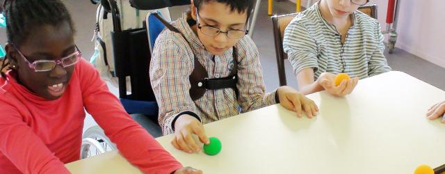 L'association Magissoin organise des ateliers de magicothérapie destinés à des personnes souffrant de handicap.