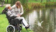 Le Réa Clematis E-Tilt est un fauteuil roulant manuel de type confort.