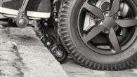 Le fauteuil roulant électrique d'intérieur et d'extérieur à 6 roues B6 est équipé de l'électronique évolutive et programmable …