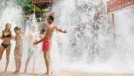les Center Parcs sont des villages vacances de courts séjours* ouverts toute l'année, situés essentiellement dans des zones boisées.