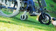Cet outil permet de transformer votre fauteuil roulant manuel en une propulsion électrique.